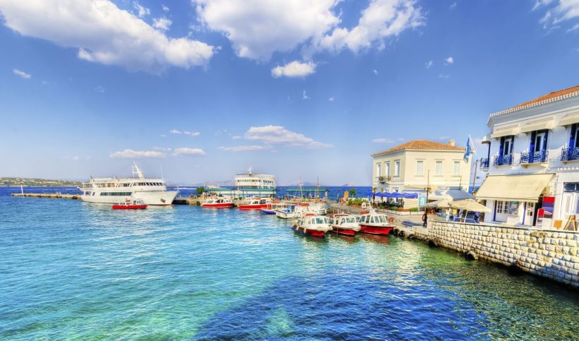 Dapia, Spetses (Image source<https://www.discovergreece.com/en/greek-islands/spetses>)