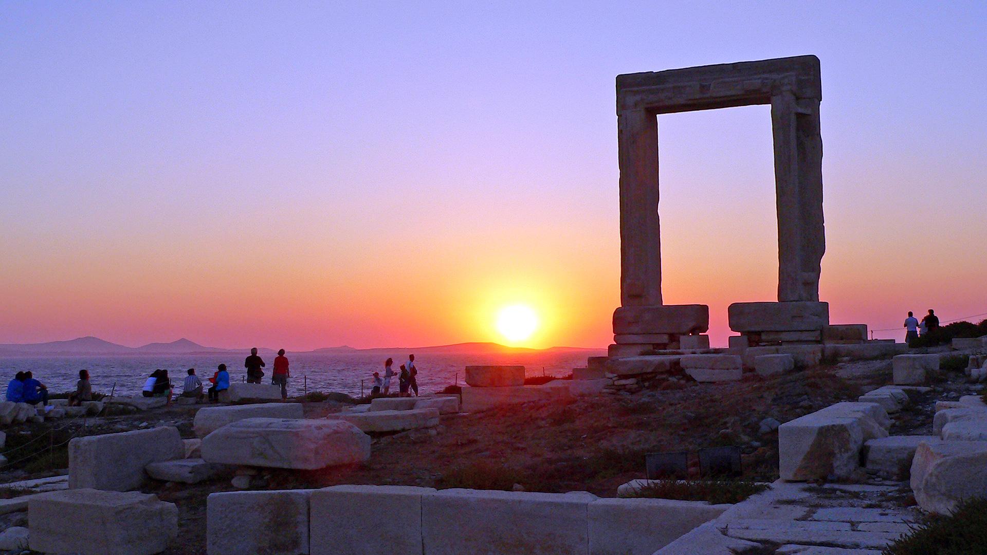 Naxos ([Image source](https://www.discovergreece.com/en/greek-islands/cyclades/naxos))